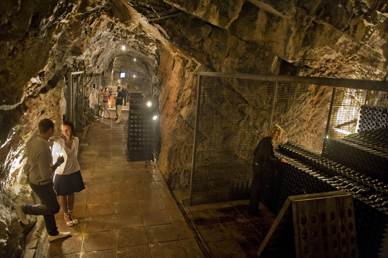 Grotta dello Spumante di Nomi